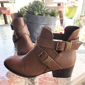 BRECKELLES | BROWN BOOTS WITH BUCKLES